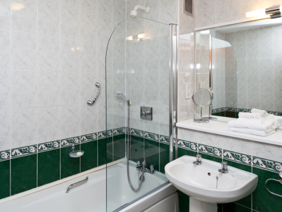 Avoca 2 bathroom - Fitzpatrick Castle self-catering holiday vactations