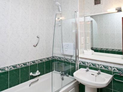 Corrib 1 bathroom - Fitzpatrick Castle self-catering holiday vactations
