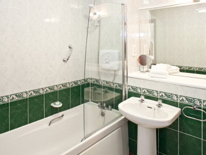 Corrib 2 bathroom - Fitzpatrick Castle self-catering holiday vactations