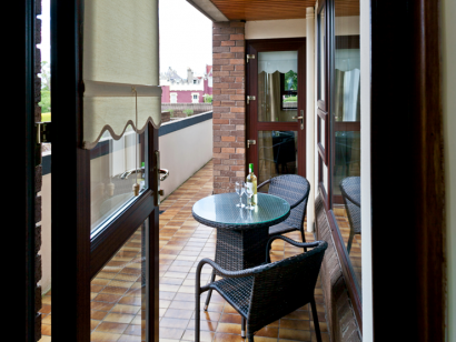 Dargle 1 balcony and seats - Fitzpatrick Castle self-catering Holiday homes