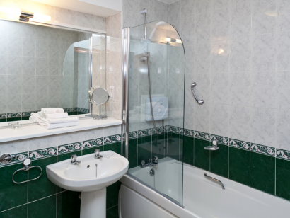 Avoca 3 bathroom - Fitzpatrick Castle self-catering holiday vactations