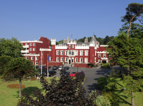 Firzpatrick Castle Hotel next to apartments. Guests have free access to its leisure centre. Facilities include gym, swimming pool, restaurants and bar.